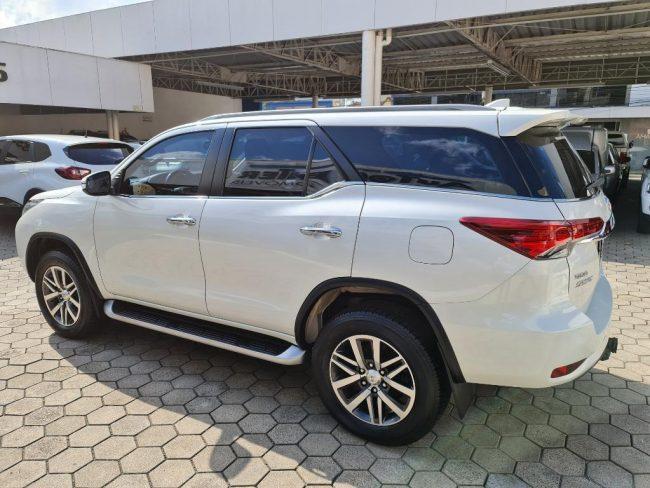 Toyota Hilux SW4 SRX 2.8 4X4 AUT 2017